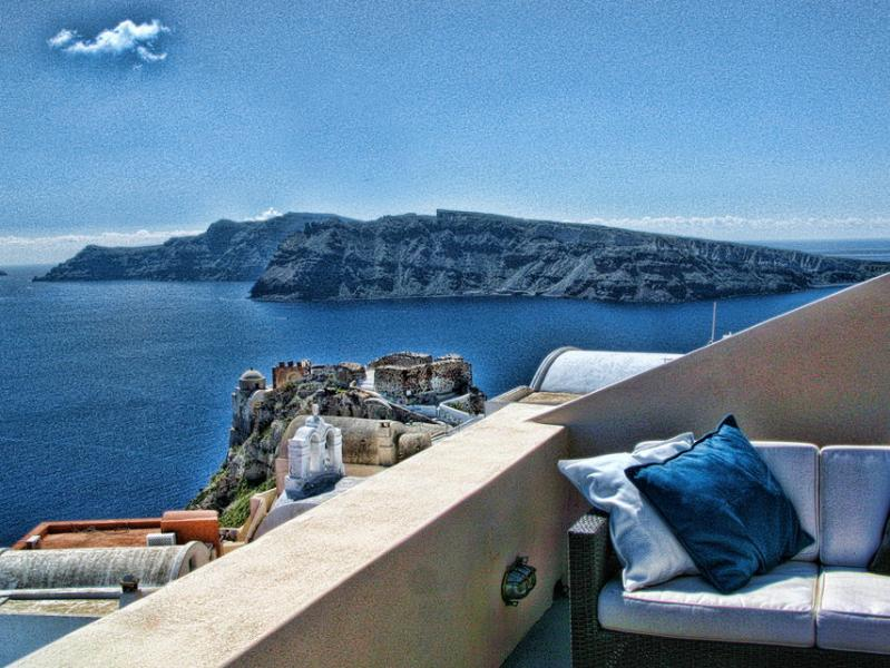 A THREE HOUSE COMPLEX IN OIA FOR 10 PERSONS! - Image 1 - Oia - rentals