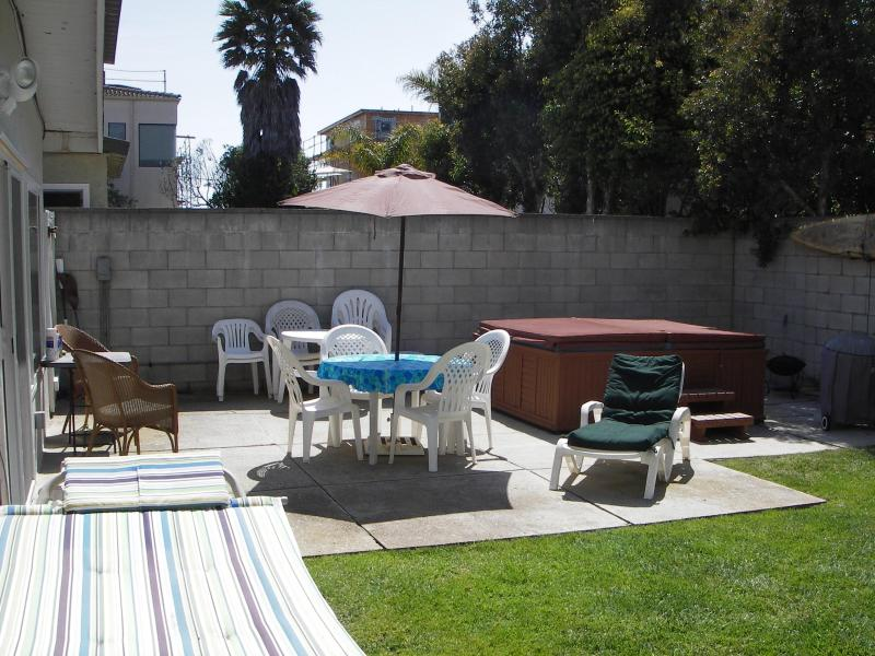 Back yard & jacuzzi - Charming Beach Cottage, Steps from the Sand - Ventura - rentals