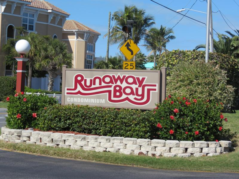 Runawaybay Condo 2BR/2BA,Heated Pool,Tennis court - Image 1 - Bradenton Beach - rentals