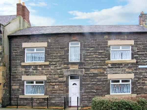 HENDERSON HOUSE, with conservatory, garden and woodburner in Amble-By-The-Sea, Ref 13763 - Image 1 - Amble - rentals