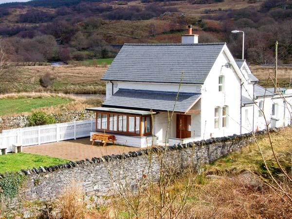 STATION HOUSE, detached, stunning views, underfloor heating, near Dolwyddelan in Snowdonia, Ref 14934 - Image 1 - Dolwyddelan - rentals