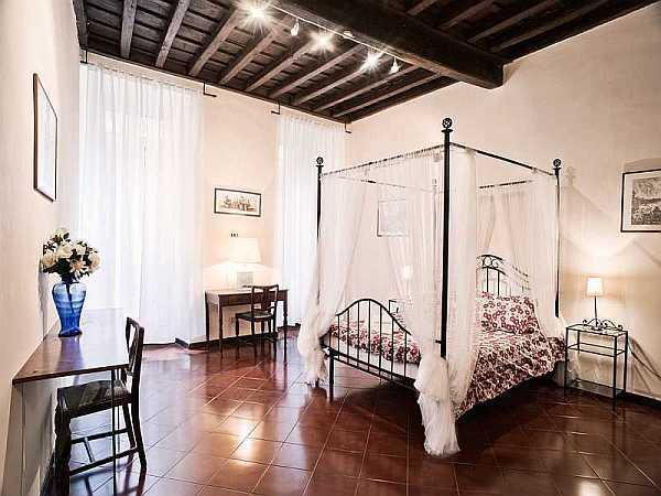 Main bedroom - Trevi Fountain holiday apartment - Rome - rentals