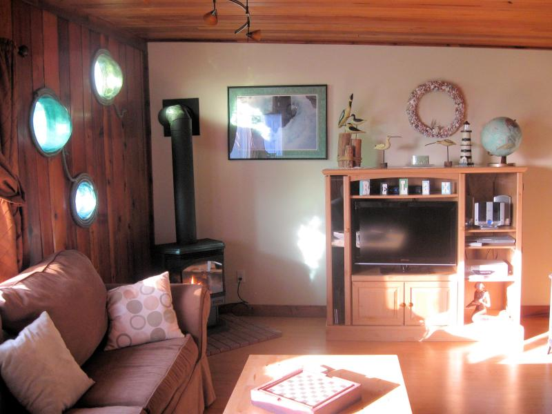 Flat screen direct TV premium movies & MLB DVD-VCR with lots of movies - Ocean View-Beach-Moclips-Coast Inn - Moclips - rentals