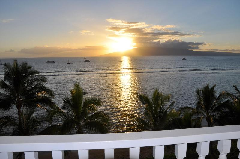 Breathtaking sunsets from the lanai - Oceanfront Studio - Spectacular Views - Remodeled - Lahaina - rentals