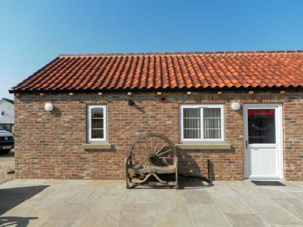 WHEEL WRIGHTS COTTAGE, single storey cottage with double bedroom, open plan living area, and patio in Barmston, Ref 9888 - Image 1 - Bridlington - rentals