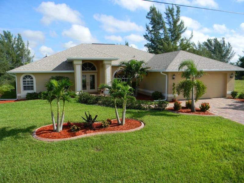 Front - Large Waterfront Villa with Salt Water Pool - Cape Coral - rentals