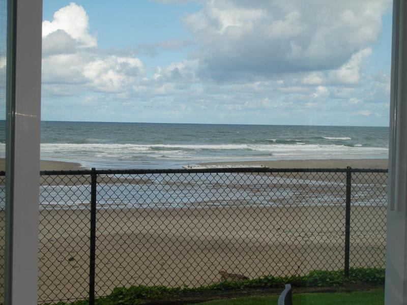 Front row to Mother Nature's beauty - Oceanfront, King Groundfloor Fireplace, Pool, WiFi - Lincoln City - rentals