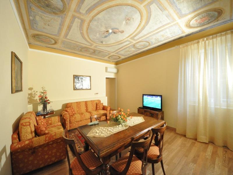 Living/Dining  room  - Luxury apartment in the heart of Florence centre - Florence - rentals