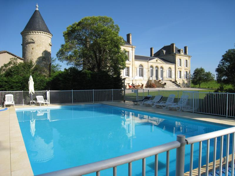 Holiday cottage in a Chateau near Bordeaux - Image 1 - Listrac-Medoc - rentals