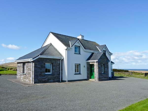 AN TIARACHT, detached cottage with sea views, open fire, lawned garden in Coarhabeg, Valentia Island, Ref 14952 - Image 1 - Chapeltown - rentals