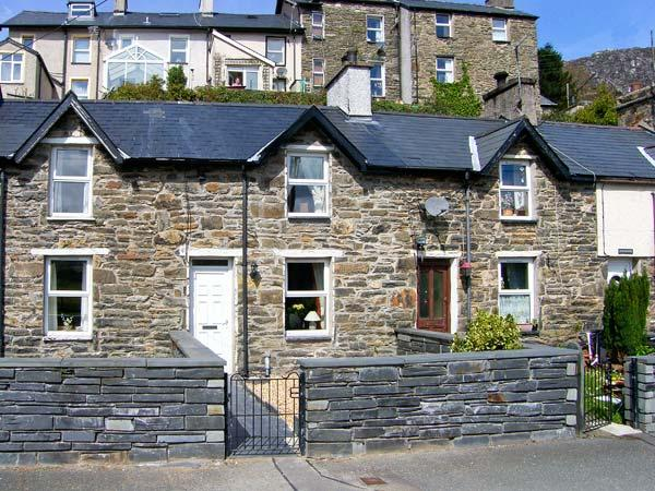 BWTHYN AFON (RIVER COTTAGE), open plan living areawith multi-fuel stove, enclosed garden area, in Tanygrisiau, Ref: 15038 - Image 1 - Tanygrisiau - rentals