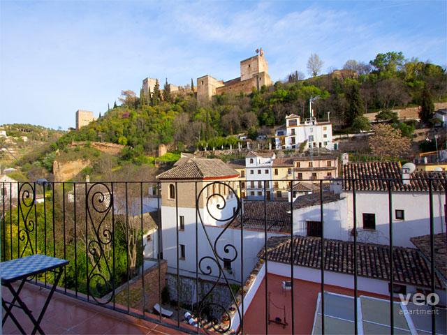 View up towards the Alhambra from the balcony. - Carnero | Balcony with views of the Alhambra - Granada - rentals