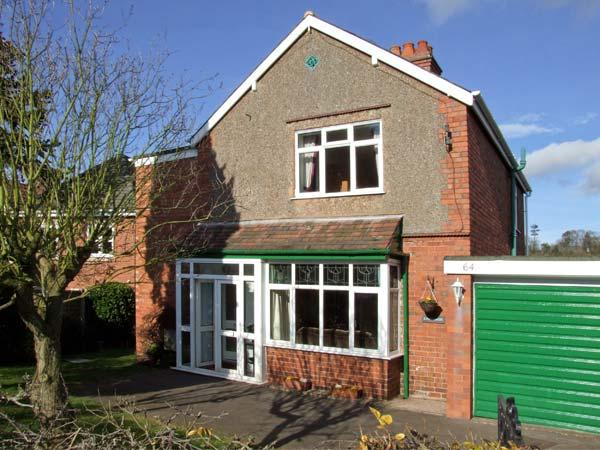 LONINGSIDE, family friendly, country holiday cottage, with a garden in Wombourne, Ref 9195 - Image 1 - Wolverhampton - rentals