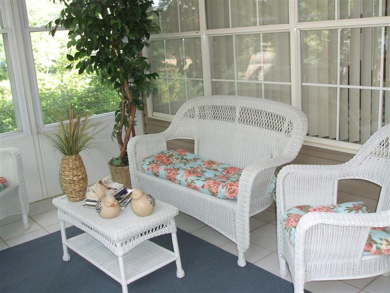 You'll love this screened in porch - Fisherman's Retreat * 2 King * Marina * Wifi - Branson - rentals