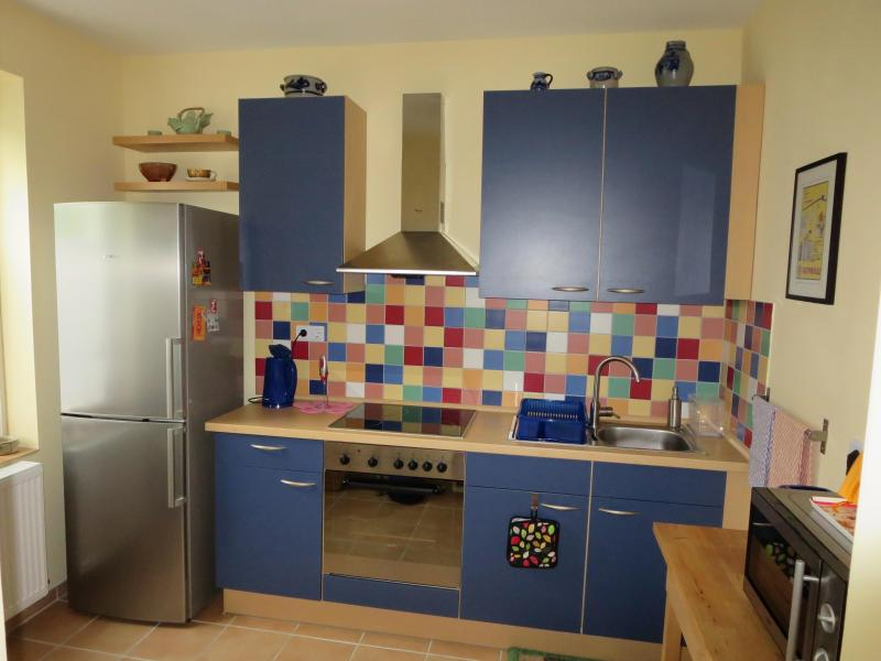 Fully equipped kitchen - Charming & Bright Flat Near Old Lübeck - Lübeck - rentals