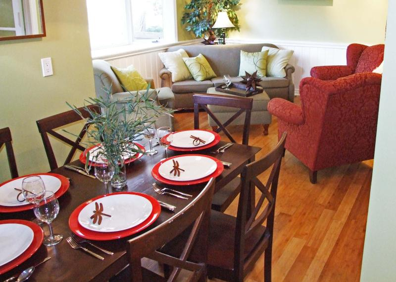 Living and Dining Rooms - Cottage in Niagara-On-The-Lake - Niagara-on-the-Lake - rentals