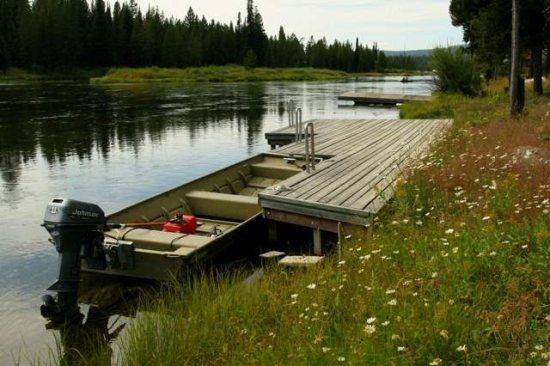 Gorgeous Settting on the river, 3 cabins together! Private dock, canoes and rafts avaialble too! - 3 Riverfront Cabins Henry's Fork Macks Inn - Island Park - rentals