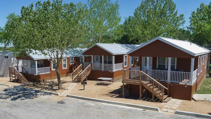 Grouping of 3 Frio Cottages sleeping a total of 24 people - 2 bedroom cottage near Schlitterbahn - Sleeps 8 - New Braunfels - rentals