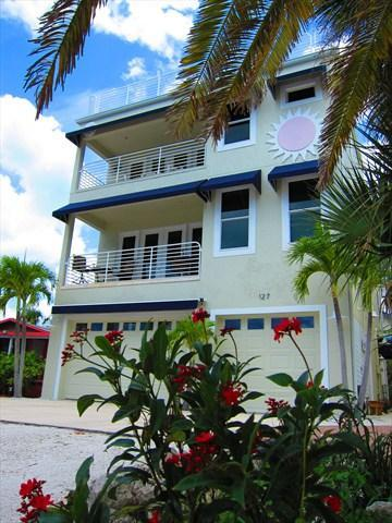 Exterior Front - Stay on Siesta, Beach House @127 - Siesta Key - rentals