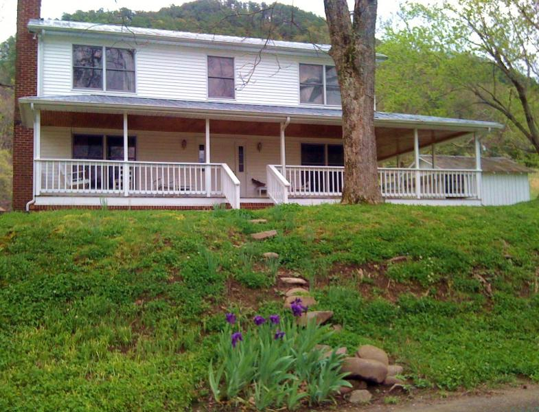 Spence Cove River Farmhouse - Spence Cove River Farmhouse:  Best Vacation Ever! - Sevierville - rentals