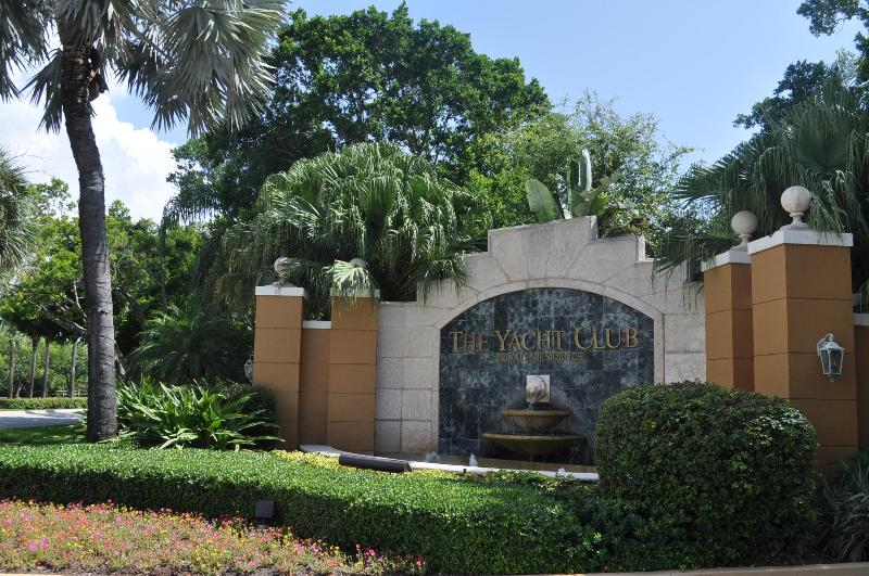 Gated Entry Community - Affordable 2 Bed. 2 Ba. N. Miami Area - Aventura - Miami - rentals