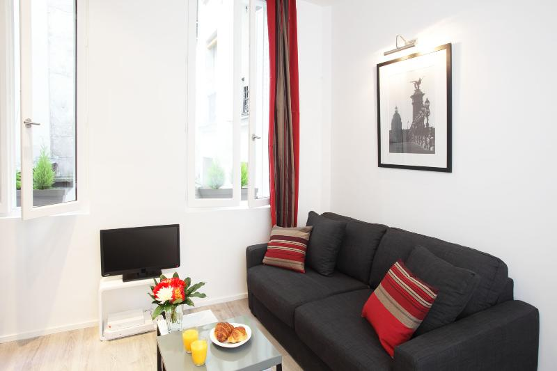 LUXURY JUNIOR SUITE IN LE MARAIS - Image 1 - Paris - rentals