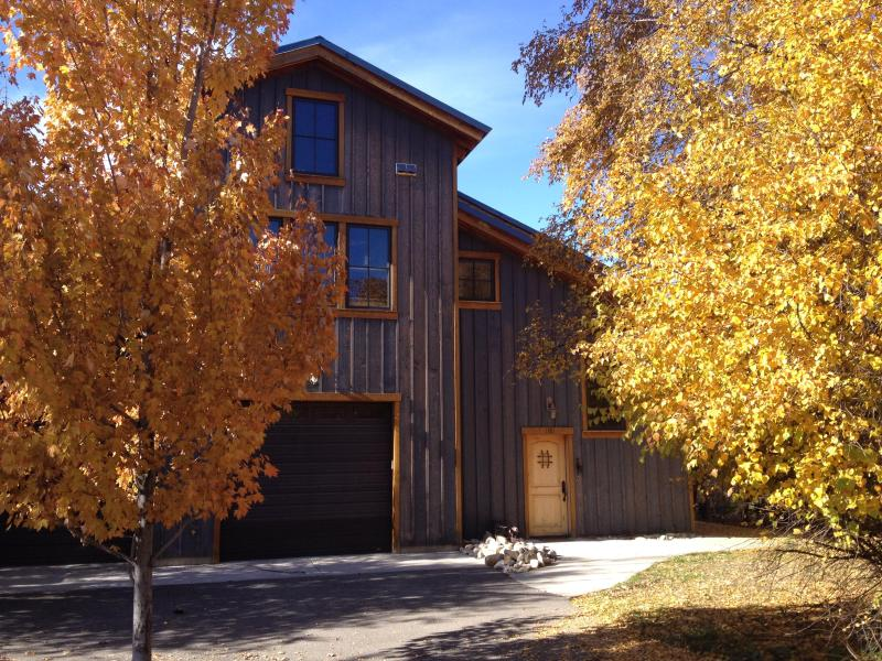 Outside in the fall - SMITHFIELD CANYON LODGE -five miles north of Logan - Logan - rentals