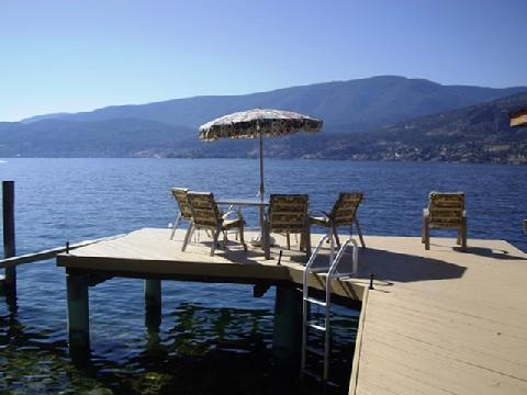 Plenty of seating at lakeshore. 10 minutes by boat to downtown or to the Lake Okanagan Resort! - Lochview Cove, Private Lakefront, Dock & Boat Lift - Kelowna - rentals