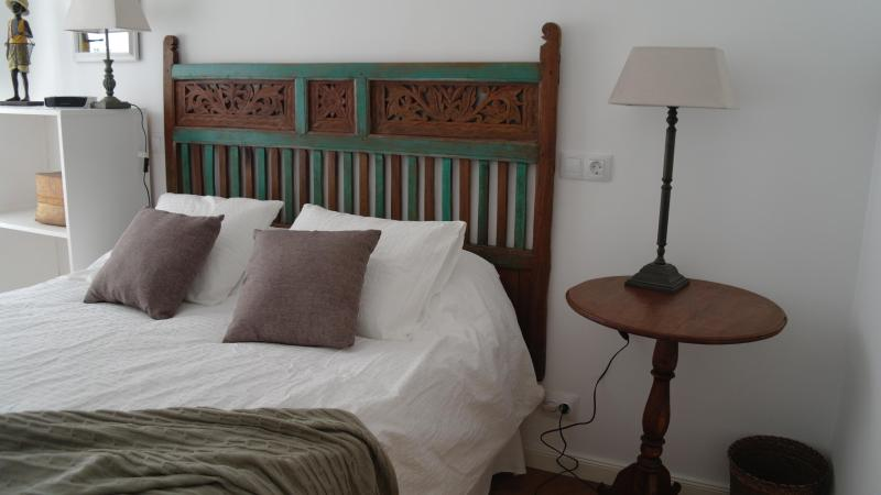 Tibetan Furnished Bedroom - A Cozy Eco-Chic Designer Apartment - Madrid - rentals