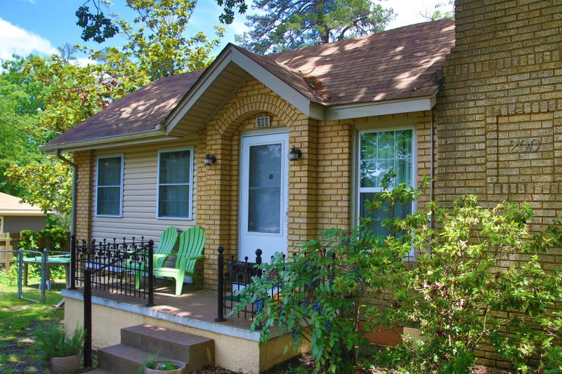 Front of Main house.   - Edgewood  Family House 1mi from Historic Downtown - Hot Springs - rentals