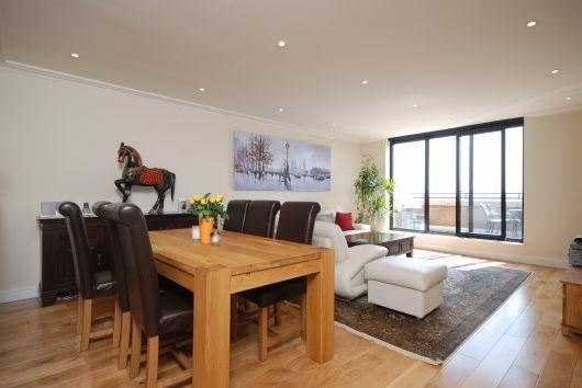 Living/ Dining room - Stunning Apartment with Magnificent View of London - London - rentals