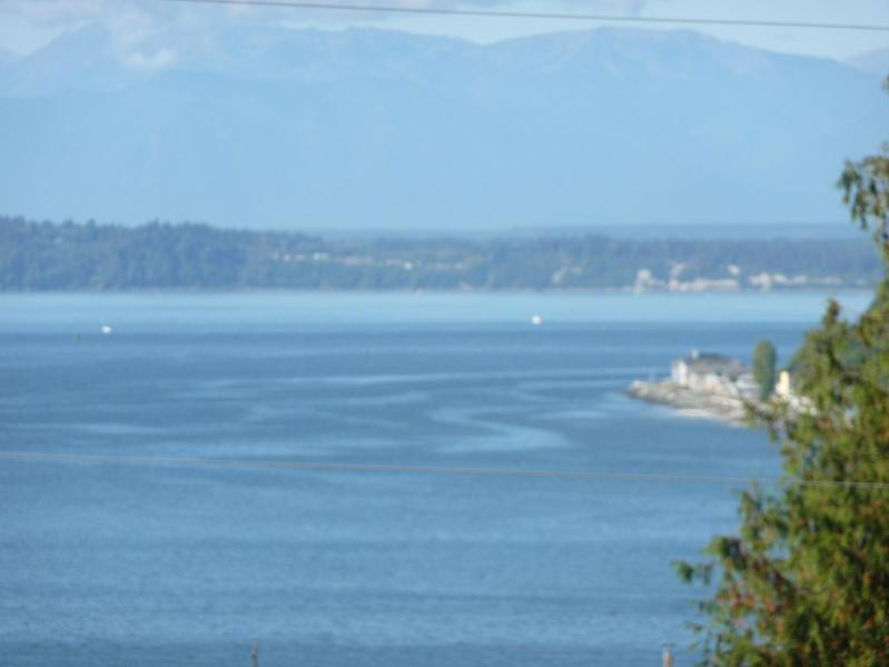 Westerly views - lots of sun & great sunsets - Romantic Cottage with hot tub - Clinton - rentals