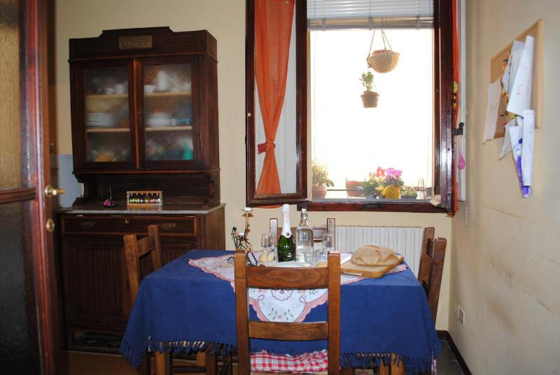 APARTMENT FOR 6 PEOPLE NERBY STATION/CATHEDRAL - Image 1 - Florence - rentals