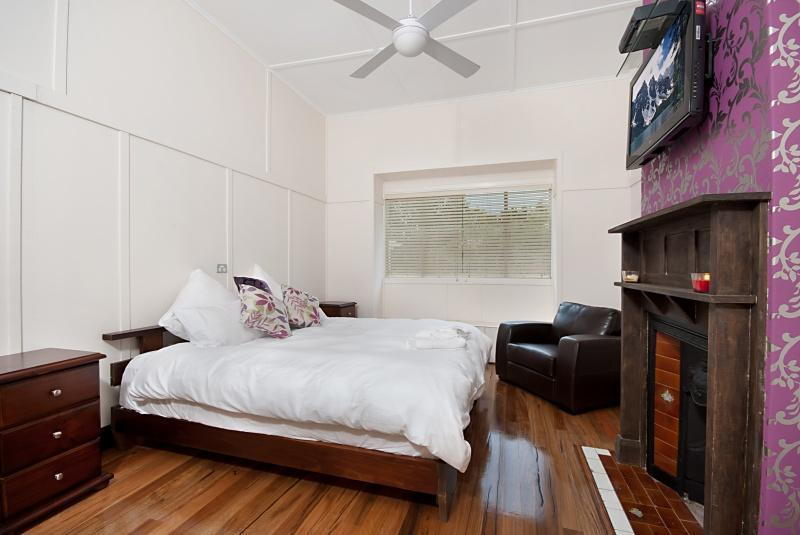 Period features come alive in the main bedroom - Whereyawannabe - Byron Bay - rentals