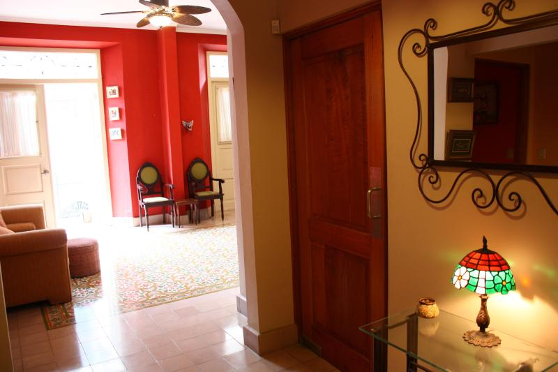 Entryway segue into living room - Sprawling 2-bedroom Villa in Historic Casco Viejo - Panama City - rentals