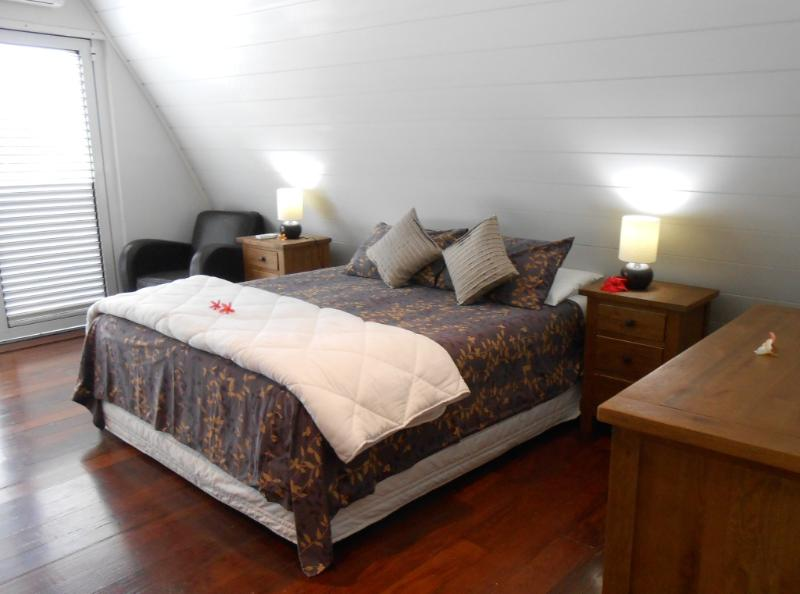 Master Bedroom - Upstairs - Villa BELLE, Luxury 4 Bed 2 Bath OCEAN Front - Port Vila - rentals