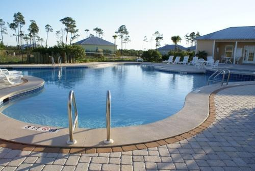 This lovely community pool is directly behind the cottage - Rookery Cottage, Near Beach + Gulf,  Steps to Pool - Fort Morgan - rentals