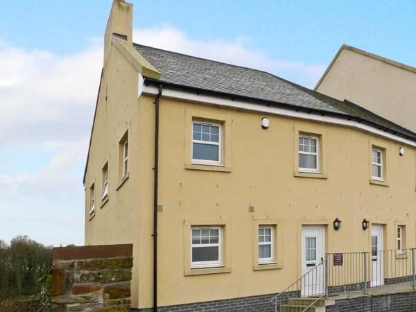 SOUTH CRESCENT COTTAGE, pet-friendly cottage with sea views, and two bedrooms, in Garlieston, Ref 13307 - Image 1 - Wigtown - rentals