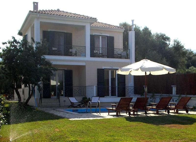 "Fachade of the villa with the private pool area - ""Mediterraneo Home"" villa with pool by the sea - Lefkas - rentals"