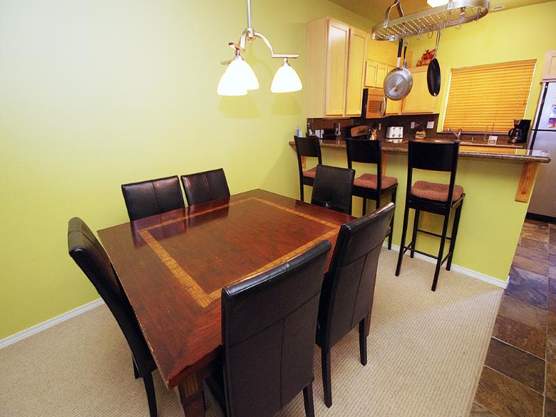 Dining Room Table and Breakfast Bar - Collins Lake Resort Ski Free Midweek & Fall Deals - Government Camp - rentals
