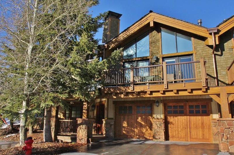 Deer Valley Dreamin-Ski-in/out,Hot Tub,Pool,Views! - Image 1 - Park City - rentals