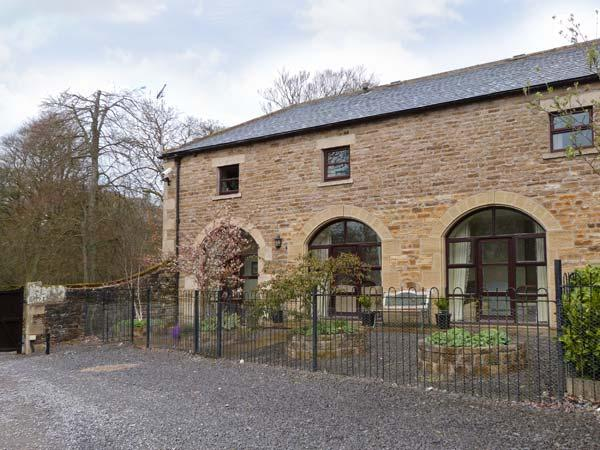 NO 2 COACH HOUSE, cosy apartment with a Jacuzzi bath and access to 5 acres of garden, near Middleton-in-Teesdale, Ref 14155 - Image 1 - Middleton in Teesdale - rentals