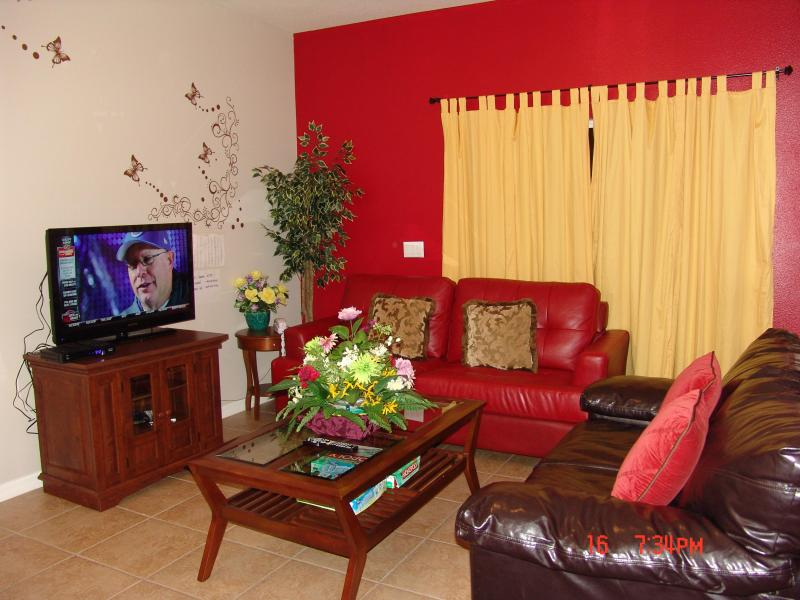 Living room - From $73/nt,1.5 Mile to Disney ,4br/3ba Townhome - Kissimmee - rentals