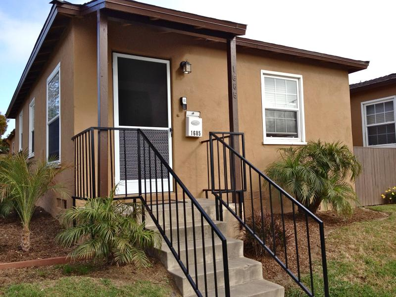 Front/ Cable Steet Entrance - Ocean Beach. Pet Friendly. Just remodeled - San Diego - rentals