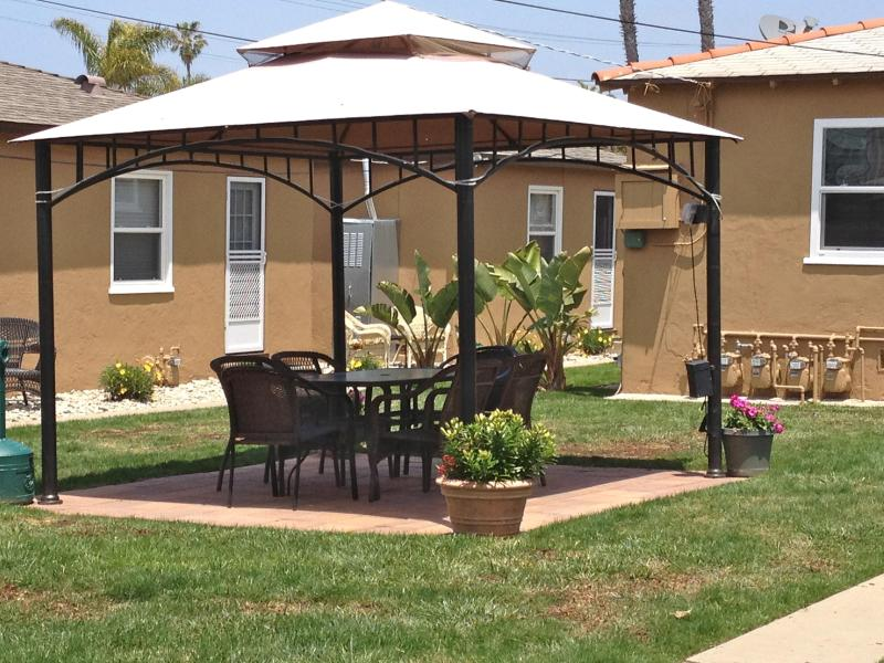 Enjoy the tranquilly of the courtyard from the shade of our gazebo - Beautifully remodeled,  pet friendly, 1bd1bath - San Diego - rentals