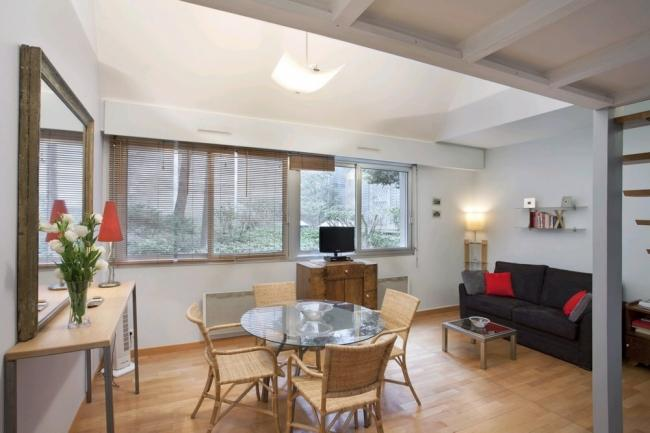 A quiet and bright studio within a stone's throw of Beaubourg - Image 1 - Paris - rentals