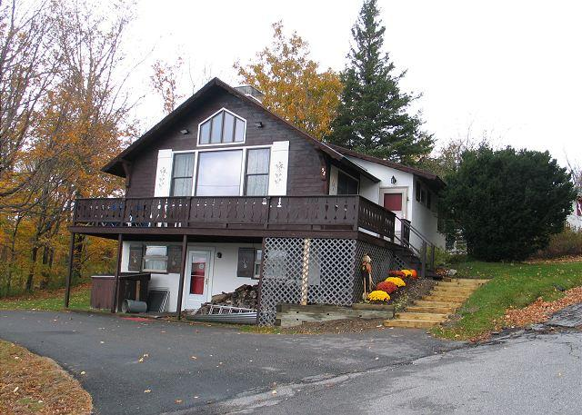 The 5 bedroom, 2 bath design makes this hill-side chalet simply suited for large family or group outting to NH's White Mountains and Franconia Notch State Park, which is right next door. Pet friendly too! - Goodwin's Sunset Chalet - Franconia - rentals