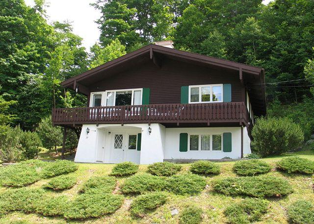 The upstanding location of the #37 Woodchuck Trail Miitersill USA Chalet affords some outstanding views to the valley floor and foot hills beyond. A great White Mountain professionally managed Vacation Chalet awaits your family or groups enjoyment. - High Hillside Chalet - Franconia - rentals