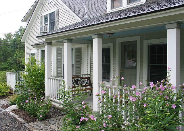 The Franconia Cottage, located on Main Street Franconia is centrally located yet feels somewhat removed and quiet. - Franconia Cottage - Franconia - rentals