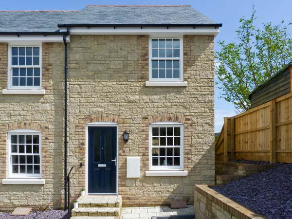 4 THE OLD POST OFFICE MEWS, quality mews cottage, enclosed patio, close to amenities, in Brading, Ref 10532 - Image 1 - Brading - rentals